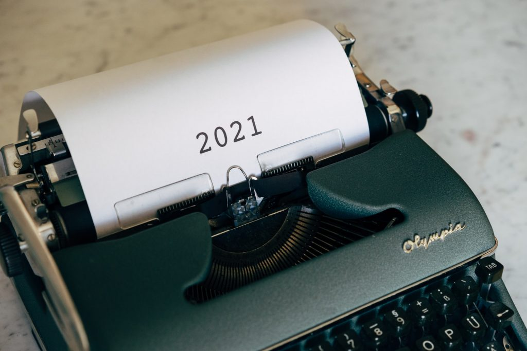 typewriter with a piece of paper that says '2021'